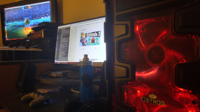The monitors seem far apart, but from where I sit at my desk, it makes sense. Gamepad games work well on the TV, and I run keyboard-and-mouse games on the main desktop monitor.